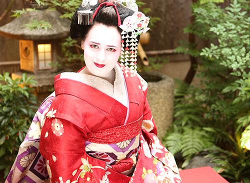 Maiko and Geisha makeover plan at cortyard