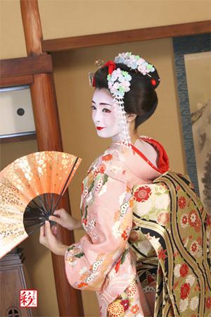 夏如芝在京都變身為傳統的美麗舞妓吧