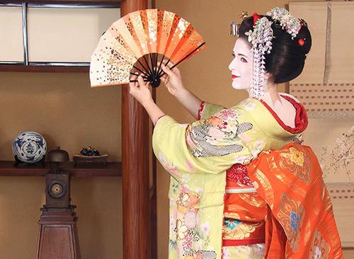 Maiko and Geisha makeover plan at studio