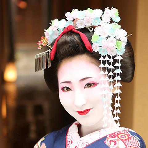舞妓メイク・キリッとキレイなお姉さん舞妓化粧