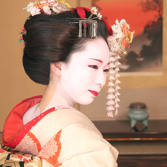 在京都變身為傳統的美麗舞妓吧吧!
