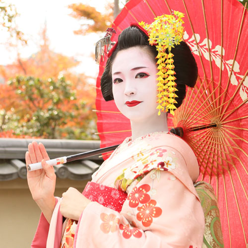 在京都變身為傳統的美麗舞妓吧