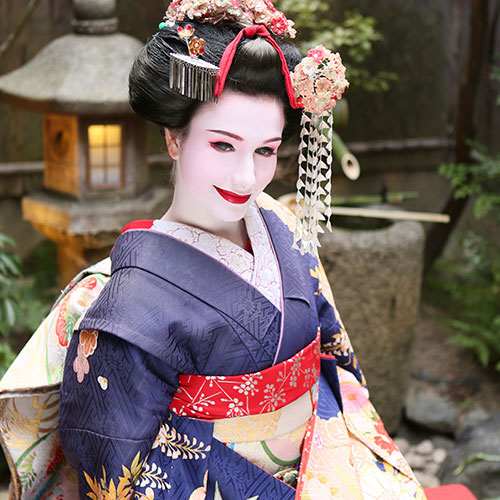 Maiko and Geisha makeover plan at Courtyard